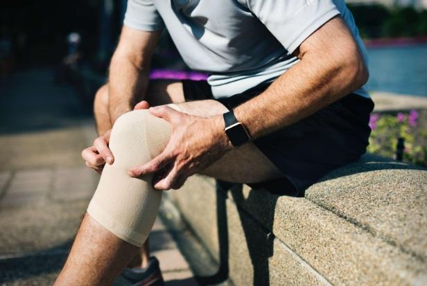 amelioreaza durerea acuta a articulatiei genunchiului