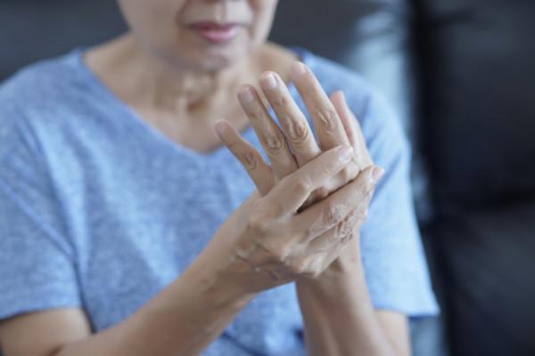 artroza articulațiilor degetului mare.