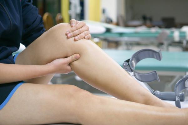 umflarea tratamentului articulației genunchiului drept