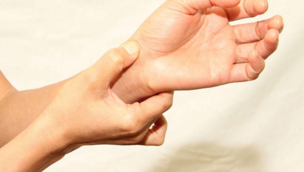 Durere Ascuțită În Mâna Dreaptă Și Încheietura Mâinii