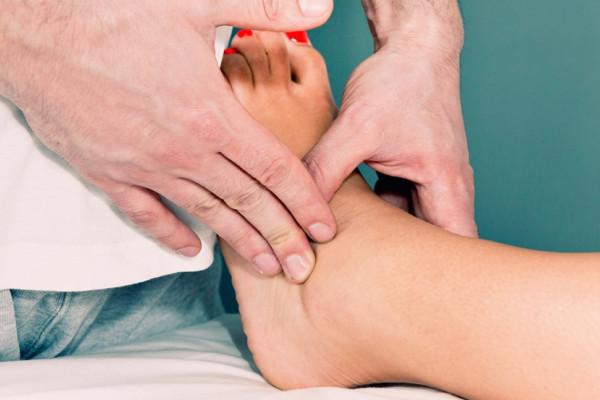 Picioare umflate? Descoperă 6 cauze care pot da acest simptom! - CSID: Ce se întâmplă Doctore?